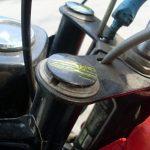 Jawa 223 Mustang - plastové zátky přední vidlice