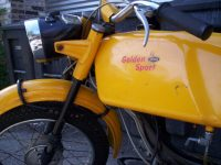 První provedení vývozního motocyklu Jawa 50 typ 23A Golden Sport - nádrž