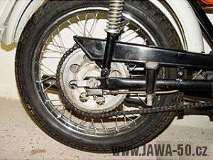 Vývozní motocykl Jawa 50 typ 23B Golden Sport pro Německo - zadní kolo