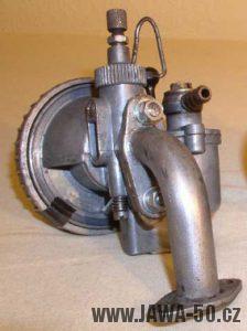 Novější verze karburátoru Jikov 2912 u Jawy 550