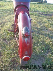 Jawa 50 typ 550 Pionýr (pařez) z roku 1958 v původním stavu - zadní blatník a světlo s odrazkou