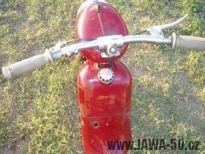 Jawa 50 typ 550 Pionýr (pařez) z roku 1958 v původním stavu - řídítka a nádrž