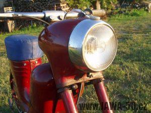 Jawa 50 typ 550 Pionýr (pařez) z roku 1958 v původním stavu - přední světlomet