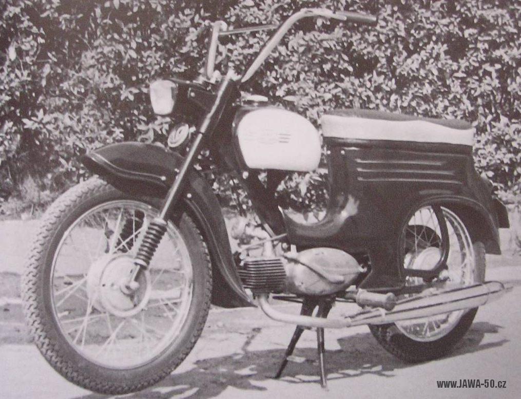 Prototyp Jawa 50, zkonstruovaný Považskými strojírnami jako vzorek pro výrobu v Indii