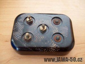 Jawa 550 Pionýr (pařez) - 1. varianta kontaktnice - svorky