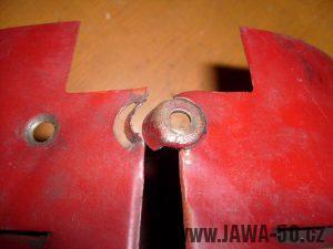 Nejstarší provedení zavírání dvířek Jawy 550