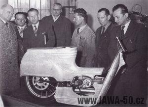 Výroba prototypu skútru Jawa 550 v Praze na Pankráci