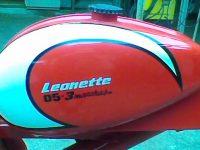 Brazilský motocykl Leonette 05-3 marchas Sport s motorem Jawa 05 Pionýr - nádrž s logem