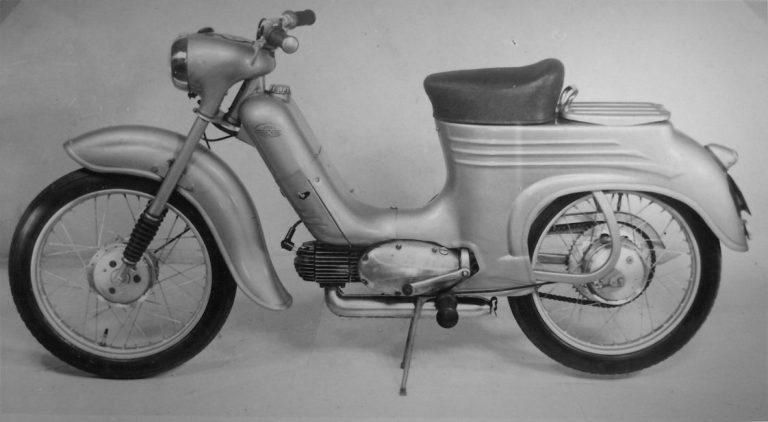 Slovenský prototyp Motocyklu Jawa 555 zleva