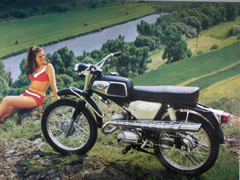 Motocykl SK-90 (Jawa 90) typ 30 Cross s novějším typem nádrže
