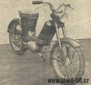 Prototyp motokola Jawa 359 s řazením otočnou levou rukojetí, zadní brzda ovládaná pedály