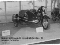 Vystavený prototyp motocyklu Jawa 555 Pionýr na Mezinárodním strojírenském veletrhu v Brně v září 1957 (foto Z. Metzker)