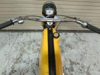 Motocykl Jawa 50 typ 23A Golden Sport (první provedení) se zadním světlem Hella SBKR30 - řídítka, světlomet a tachometr