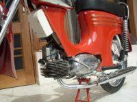 """Motocykl Yezdi Jet """"B"""" Series s hlubokým předním blatníkem"""