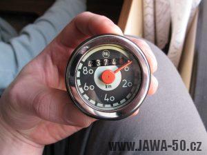 Jawa 05 Pionýr z roku 1962 - tachometr s hladkým chromovaným rámečkem