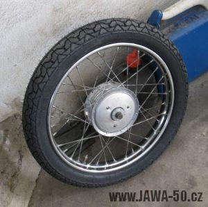 Motocykl Jawa 05 z roku 1962 v původním stavu - přední kolo