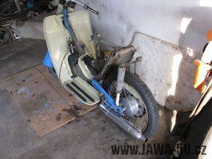 Motocykl Jawa 05 z roku 1962 v původním stavu - výfuk