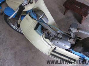 Jawa 05 - revmaplech s kastlíkem (schránkou) na nářadí