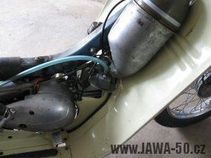 Motocykl Jawa 05 z roku 1962 v původním stavu - filtr sání a karburátor Jikov 2914 PS