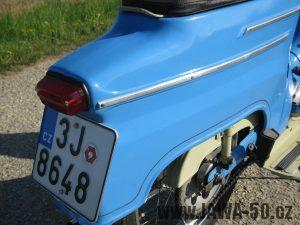Motocykl Jawa 05 z roku 1962 v původním stavu - zadní blatník a světlo