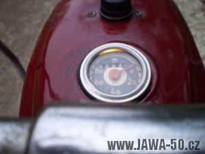 Vývozní (exportní) motocykl Jawa 50 typ 05 Pionýr z roku 1963 pro USA a Kanadu s ukazateli směru, brzdovým světlem a plexi štítem - tachometr