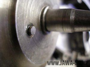 Upravený motor Jawa 05 s rotačním šoupátkem