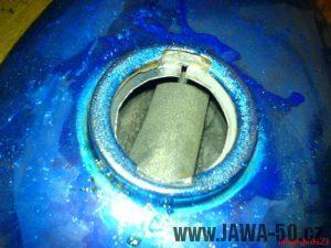 Dutina rezavé nádrže po chemickém moření (odrezení)