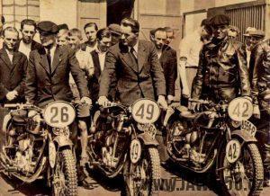 Jezdci V. Stanislav, A. Vitvar a Ing. C. R. Protiva získali na 20. šestidenní v Anglii druhé místo