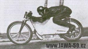 G. W. Patchett na speciálu Jawa 500 vytvořil nový československý rychlostní rekord 179,5 km/h