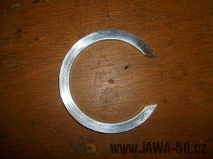 Podkova mezi setrvačníky klikové hřídele Jawa 50