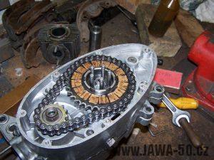 Nasazování spojky motoru Jawa 20