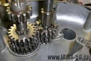 18zubé kolečko druhého rychlostního stupně motoru Jawa 20