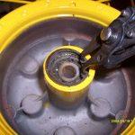 Vyjmutí segrovky náboje kola kleštěmi