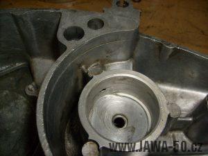 Osazení pro okroužek v pravém víku motoru Jawa 20 (novější typ)