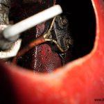 Jawa 05: brzdový spínač uchycený k rámu pod nádrží