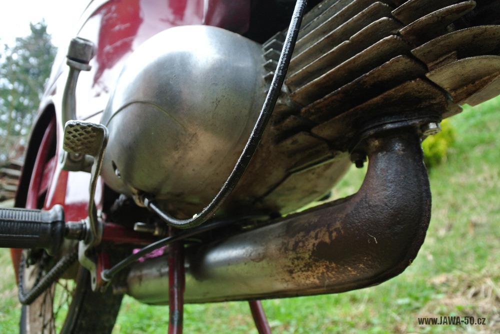 Motocykl Jawa 555 Pionýr (pionier) z roku 1959 v původním stavu - originální výfuk