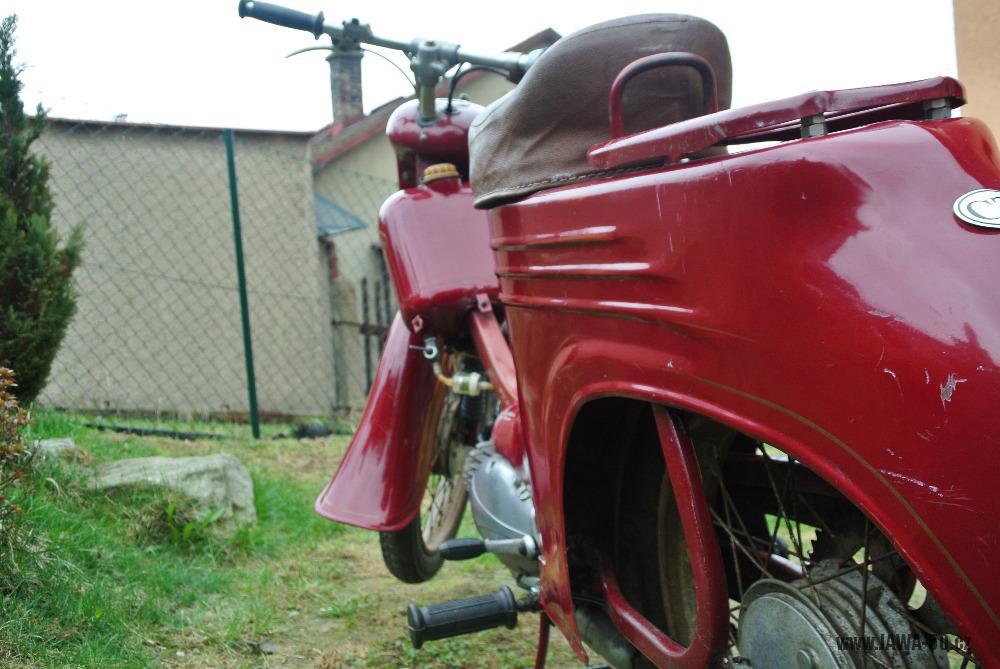 Motocykl Jawa 555 Pionýr (pionier) z roku 1959 v původním stavu - zadní blatník