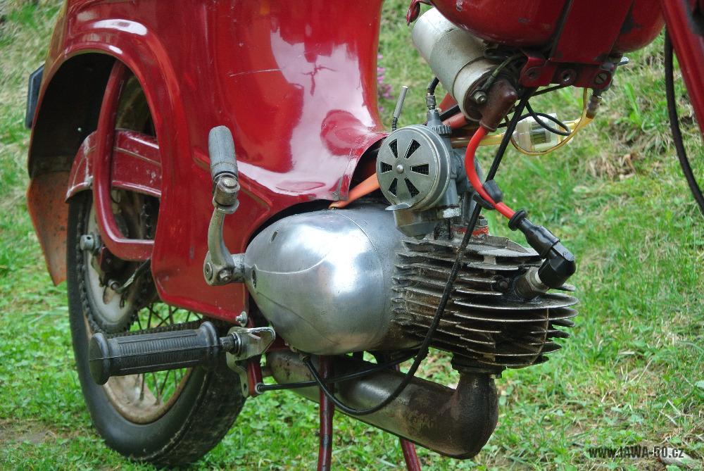 Motocykl Jawa 555 Pionýr (pionier) z roku 1959 v původním stavu - motor