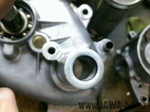 Těsnění hřídele startovací páky Jawa 50 Pionýr opravené tekutým kovem
