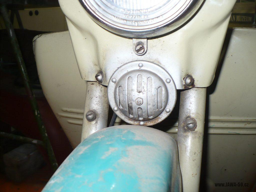 Motocykl Jawa 50 typ 05 z roku 1962 - klakson (bzučák)