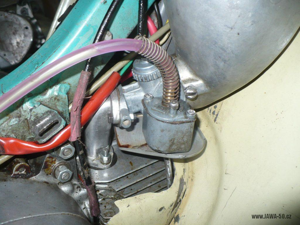 Motocykl Jawa 50 typ 05 z roku 1962 - karburátor Jikov 2915