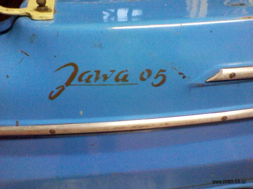 Přechodné provedení motocyklu Jawa 50 typ 05 Pionýr z roku 1964 - nápis na zadním blatníku