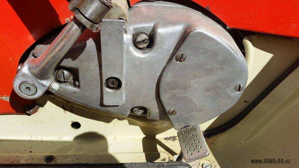Motocykl Jawa 20 Pionýr z roku 1968 s atypickým výrobním číslem v původním stavu - pravé víko motoru