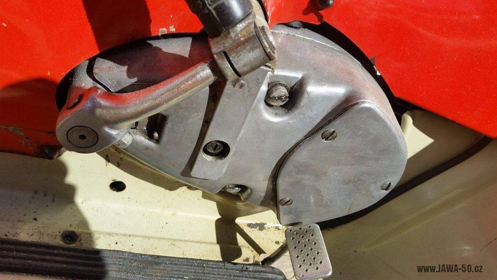 Motocykl Jawa 20 Pionýr z roku 1968 s atypickým výrobním číslem v původním stavu - motor