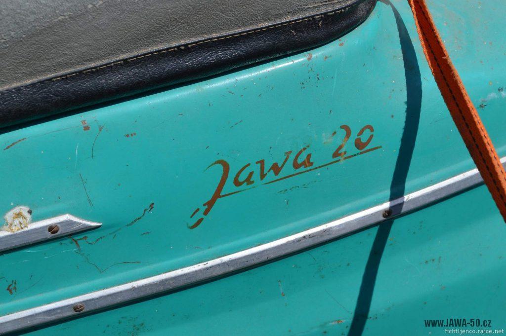 Motocykl Jawa 50 typ 20 Pionýr z roku 1968 s atypickým výrobním číslem - nápis na zadním blatníku