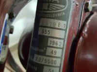 Motocykl Jawa 555 ve skútrovém provedení z roku 1962 - výrobní štítek