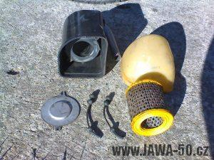Motocykl Jawa 05 pionýr z roku 1964 - plastový tlumič sání s gumovými příchytkami papírové vložky (vzduchového filtru)