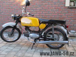 Vývozní (přiškrcený) motocykl Jawa 50 typ 223.200 Mustang pro Maďarsko z roku 1982