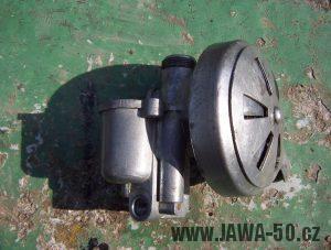 Třetí varianta karburátoru Jikov 2912 se přívěrou nasávaného vzduchu na filtru