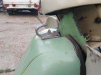 Vývozní (exportní) motocykl Jawa 50 typ Super M20 Pionýr pro Maďarsko z roku 1968 - háček pro zavazadlo na krytu nad motorem